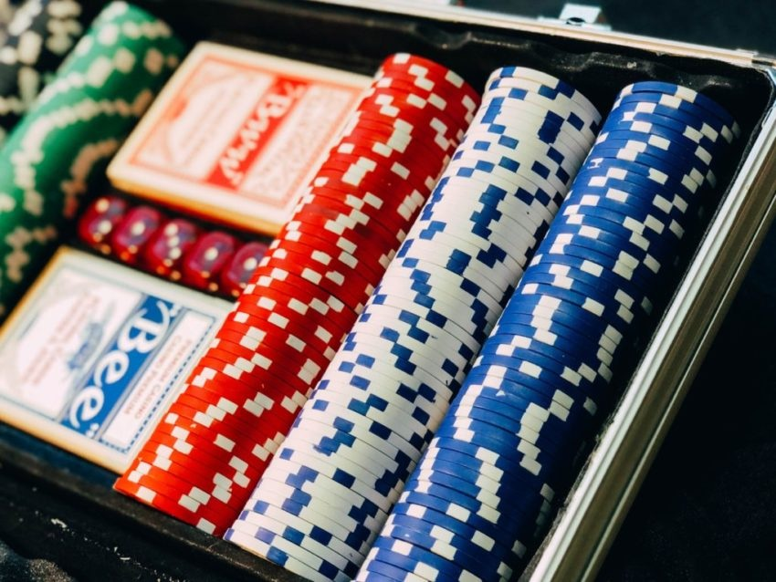 Tips that you should include to play well on online poker site