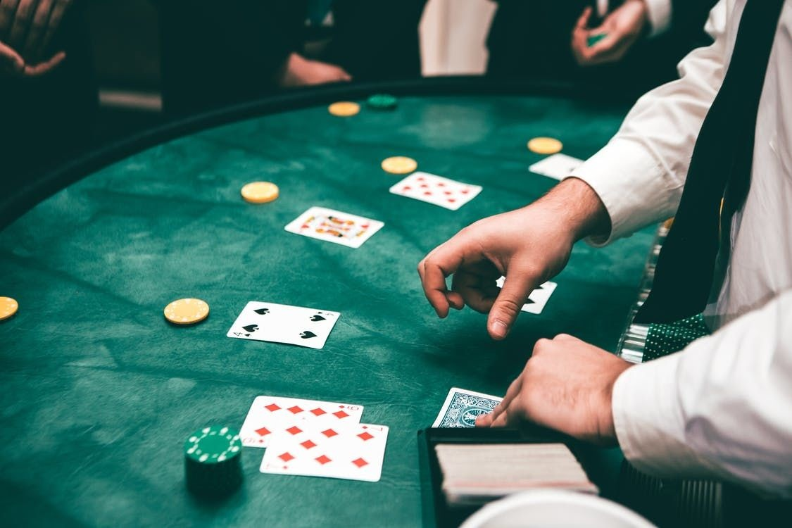 Different games of cards in online casinos